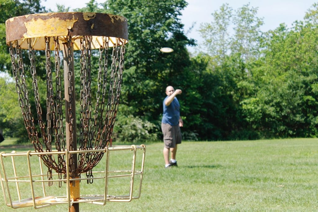 A man playing disc golf.