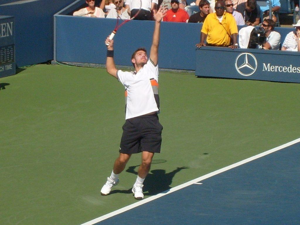 Stan Warwrinka wearing tennis shoes.